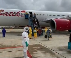 Proses Pemindahan Pesawat WNI dari Wuhan di Hang Nadim Batam Menuju Natuna