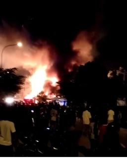 Pasar Seken Sengkuang Terbakar